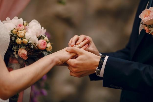 chọn mua nhẫn cưới