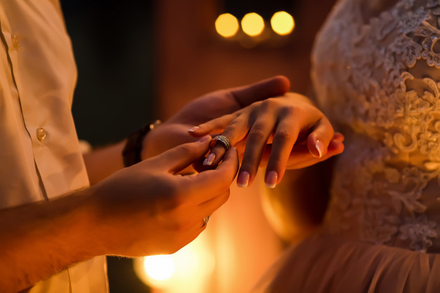 chọn nhẫn cầu hôn